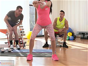 sport rooms slobber roast threesome banging and facial