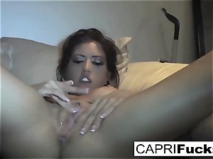 Capri Cavanni play with her raw puss