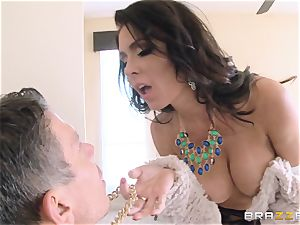 Jessica Jaymes nails her guy in her fresh home