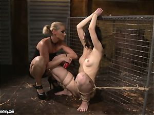 Kathia Nobili love slapping a lusty woman