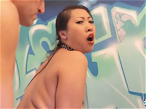 LA COCHONNE - voluptuous French babe likes red-hot buttfuck