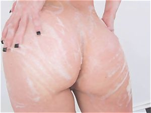 Jennifer white gets red-hot and horny sopping in her tub for something ultra-kinky