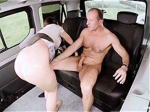 torn up IN TRAFFIC - warm Czech puny gets penetrated in car