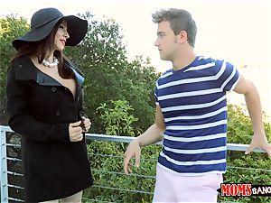 mummy Ariella Ferrera humps uber-cute teenager Angel Del Rey and her beau