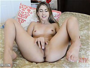 Kristen Scott fondles cunt until she ejaculations