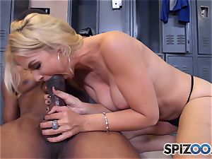 Sarah Vandella makes the deal that she gets an interview and he gets a muddy blowjob