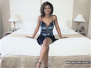 huge-titted ebony hotty Lola well-lubed to fellate knob