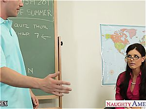 bombshell India Summer wants a junior trunk to sate her