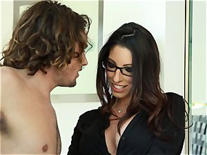 Taylor Reed penetrates her dude with Dava Foxx