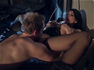 Horror fetish pornography. The poor housewife Romi Rain was ambushed