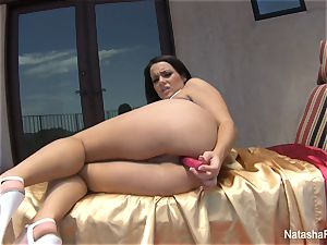 Natasha lovely playthings her culo and takes a douche