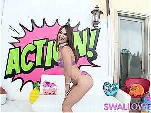 Riley Reid demonstrating off her deep-throating skills