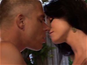 India Summers gets her gullet clogged with a monstrous cockshe cannot resist