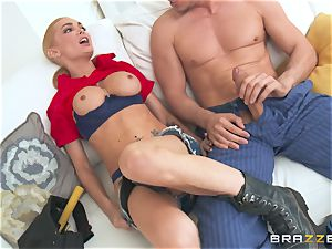 Darling service babe Devon gives a different kind of building call