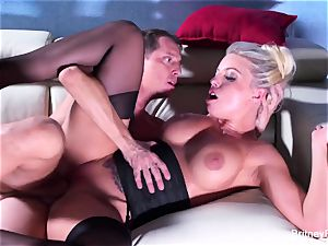 Britney gets a deep wood and geyser on her bootie