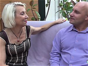 La Cochonne - French mature gets her booty hole gaped